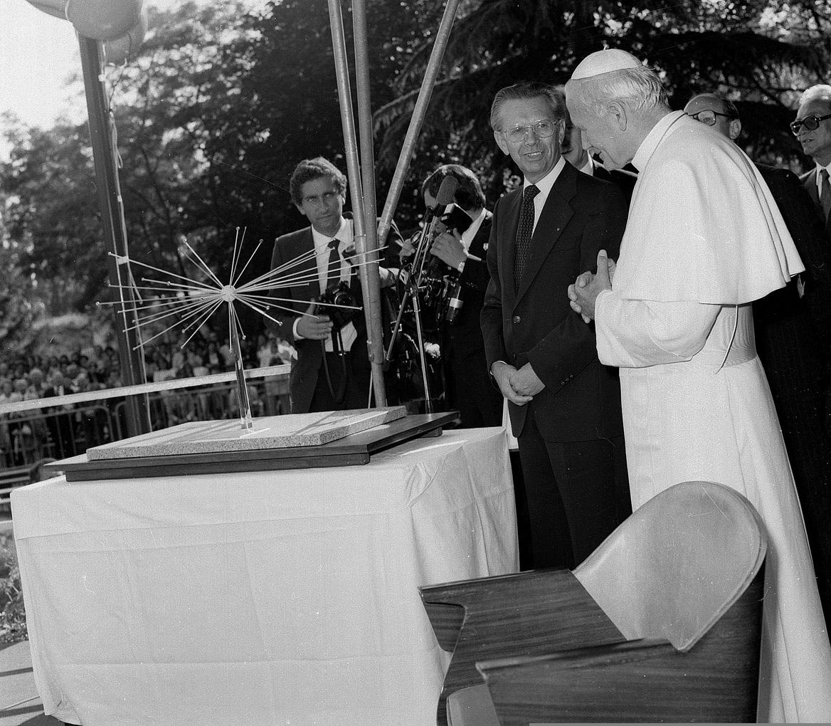 Pope John Paul II visits CERN