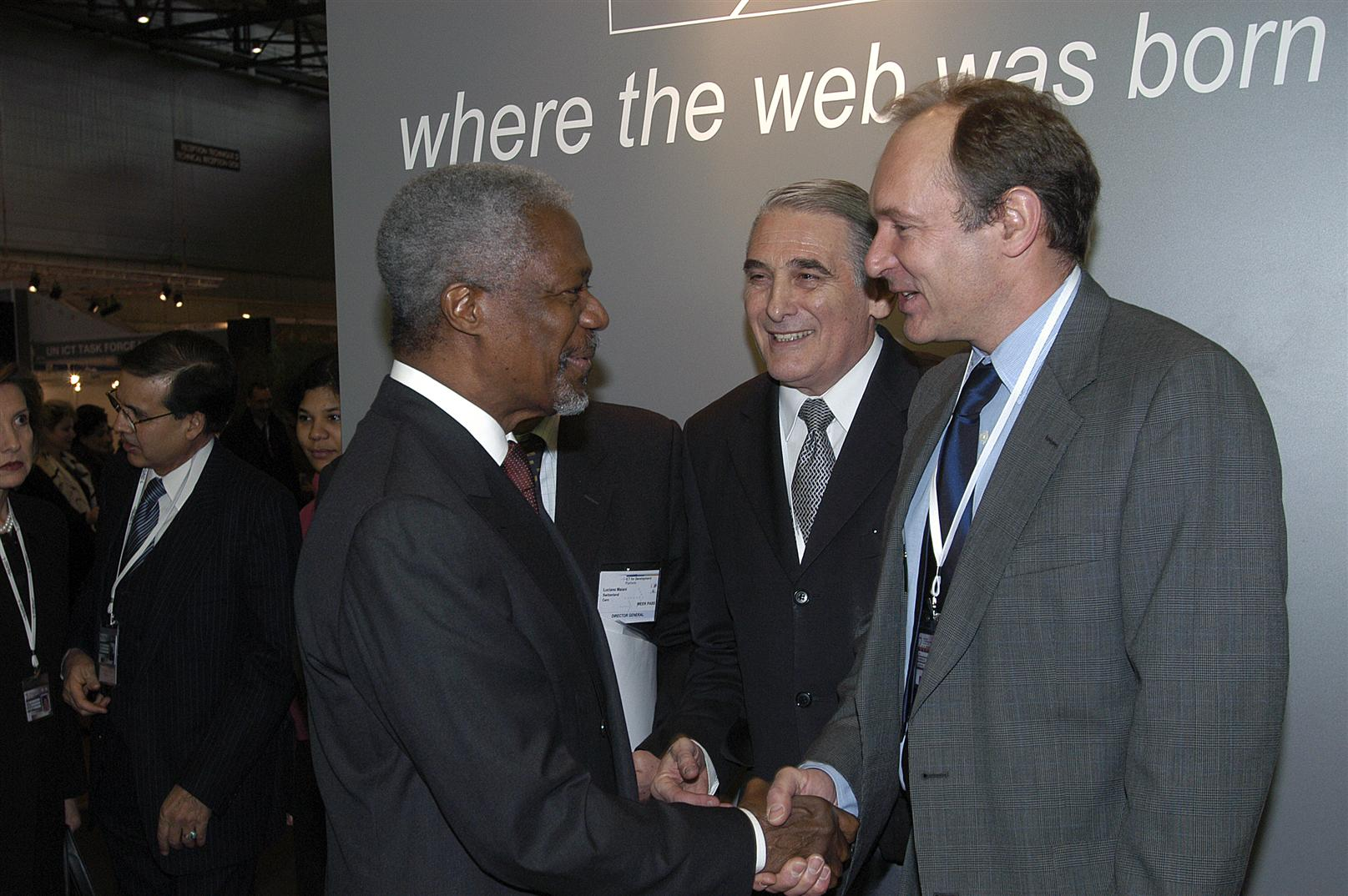 During the 2003 World Summit on the Information Society (WSIS) at Geneva Palexpo, Tim Berners-Lee, W3C's director (World Wide Web consortium) was introduced to Kofi Annan, Secretary General of the United Nations.
