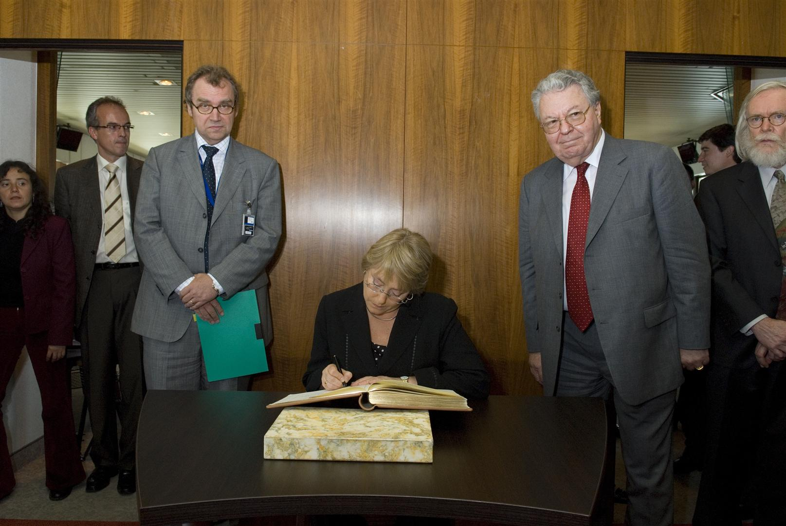 H.E. Mrs Michelle Bachelet Jeria  President of Chile signing the golden book.