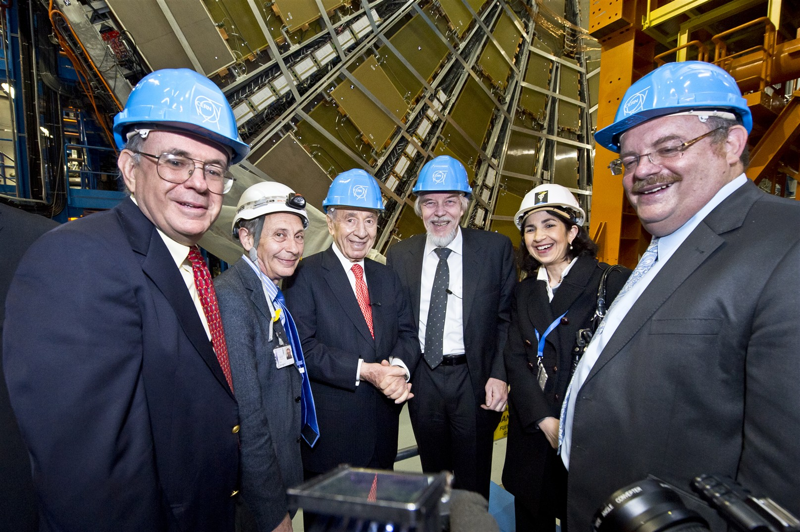 29 March 2011 - Ninth President of Israel S.Peres welcomed by CERN Director-General R. Heuer.