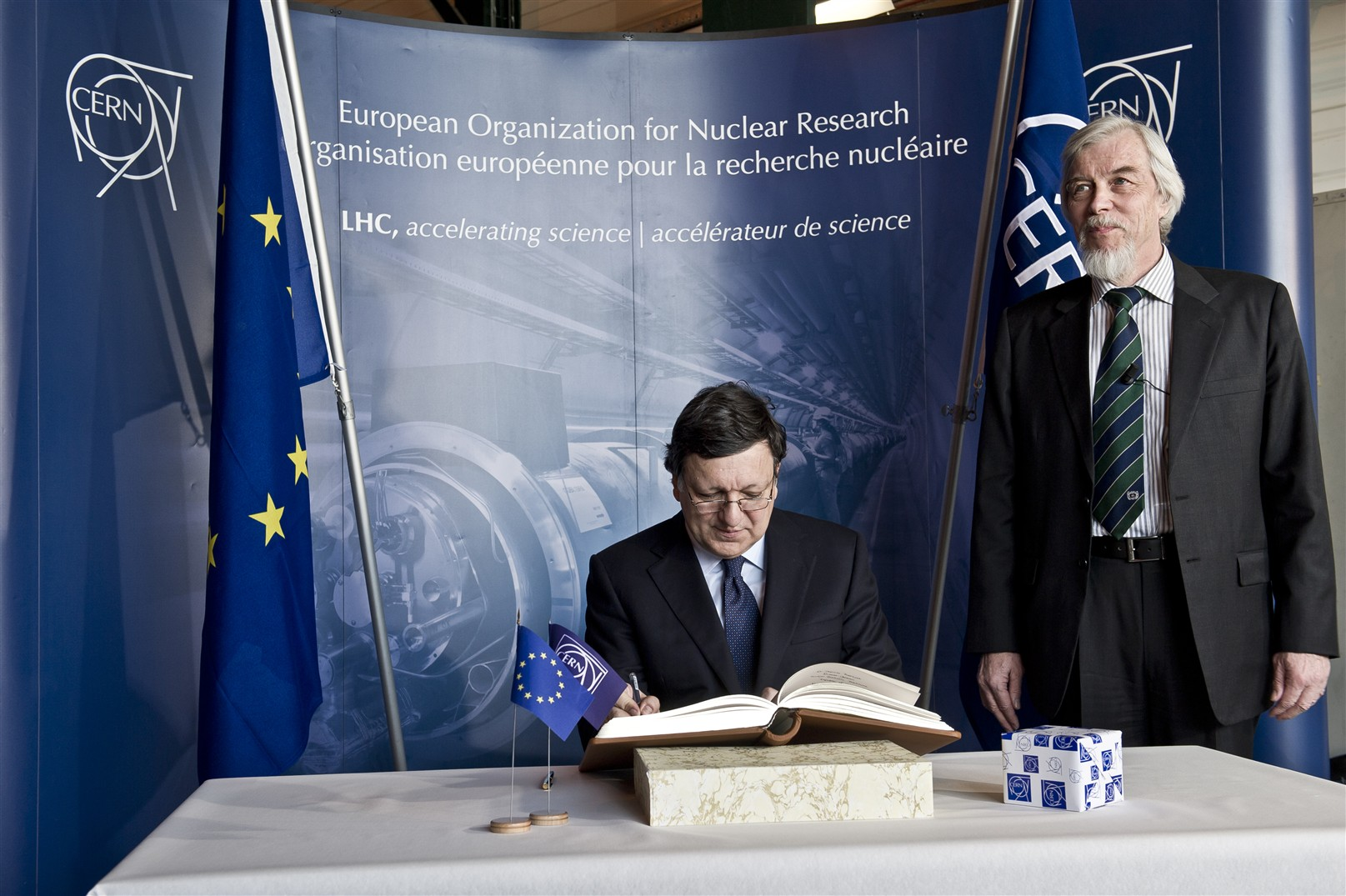 20 April 2011 - President of the European Commission J.M. Barroso visiting the LHC tunnel at Point 5 and CMS experimental cavern.